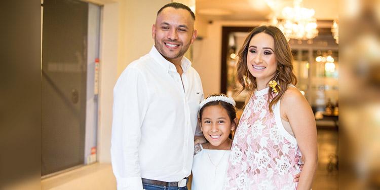 Gabriel Barahona, Ariana Jimena y Jimena Ramos de Barahona