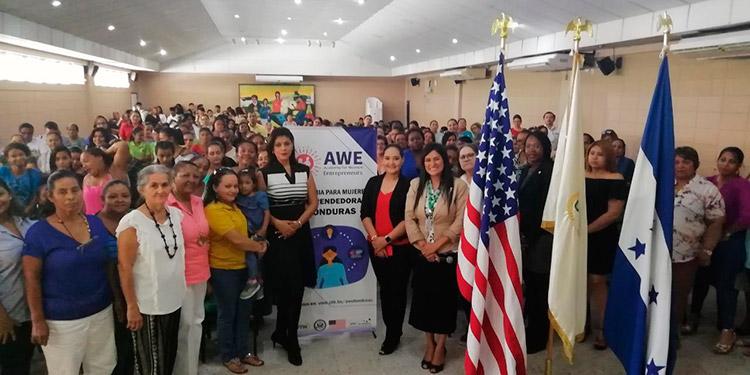 Sua Martínez, coordina en La Ceiba, el Programa AWE en Apoyo a la Mujer Emprendedora.