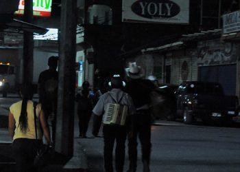 Hasta los mariachis se van temprano para sus casas, porque no encuentran clientes.