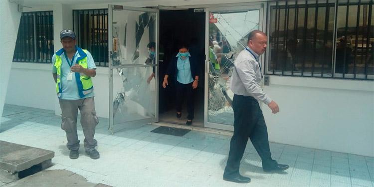 Encapuchados provocan incendio en embajada de EE.UU. en Honduras