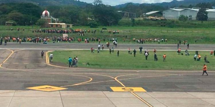 En la pista estuvieron a salvo los viajeros y personal del aeropuerto.