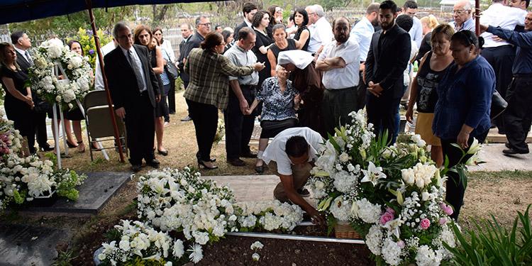 Familiares y amigos le dieron el último adiós a la señora Gloria Zablah Jaar de Asfura, madre del alcalde capitalino.