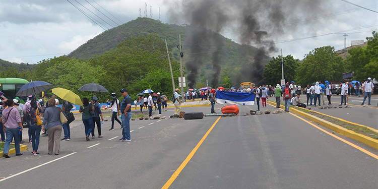 Por varias horas se impidió el paso vehicular desde Tegucigalpa hacia Choluteca y vicerversa.