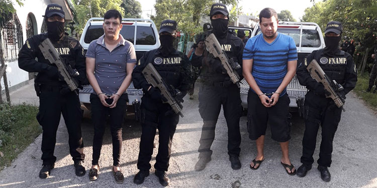 """Albin Gabriel Sánchez Verde y Édgar Alexander Colindres Puerto son considerados por la policía como unos peligrosos sicarios de la banda de """"Los Grillos""""."""