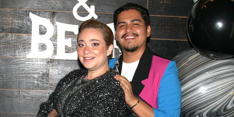 Los felices cumpleañeros, Renata Espinal y Jeyson García, disfrutaron de su fiesta en Restaurante El Horno.