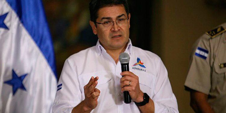 """Presidente Hernández insta a entes financieros para que apoyen a """"luchadores"""""""