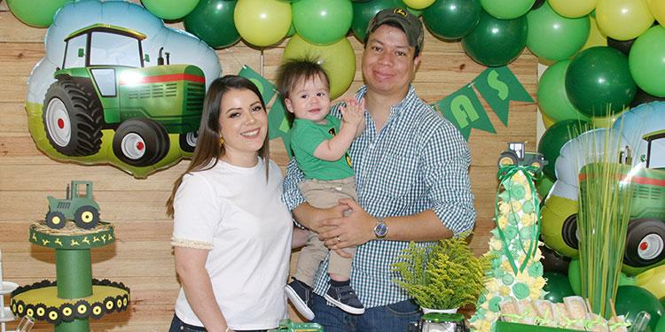Nicolle Mejía, Luis Galo y el cumpleañero André Nicolás.