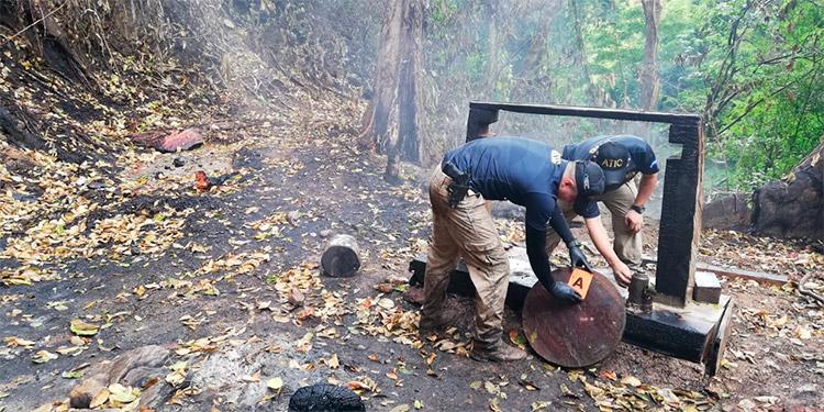 "Los encargados de procesar cocaína quemaron un lugar similar a un ""narcolaboratorio""."