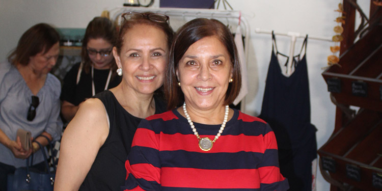 Any Tavel y Sandra de López.