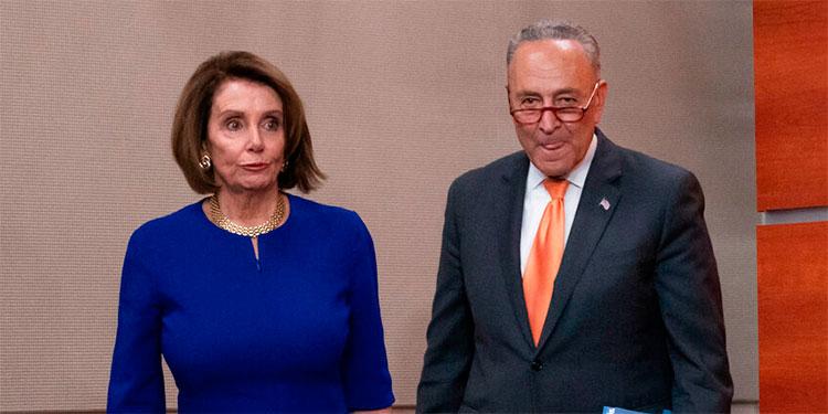 La demócrata Nancy Pelosi, presidenta de la Cámara de Representantes, y el líder de la minoría demócrata en el Senado, Chuck Schumer./AP