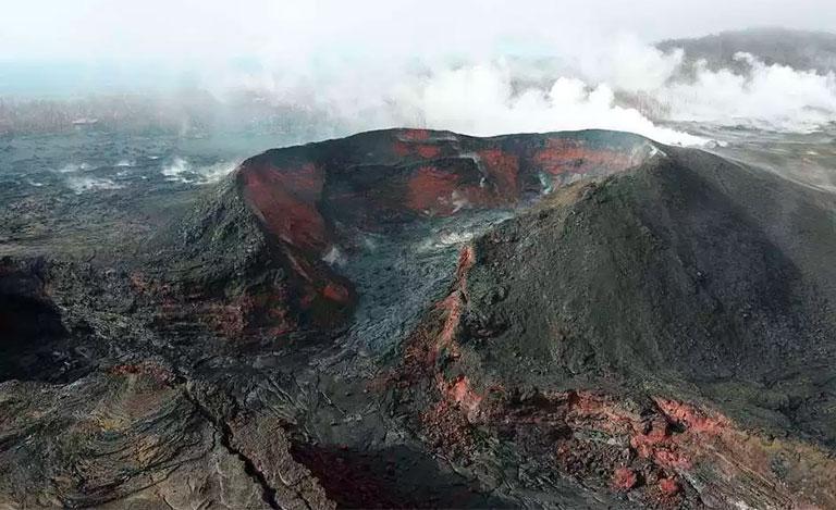 Turista cae dentro del volcán Kilauea por violar normas de seguridad