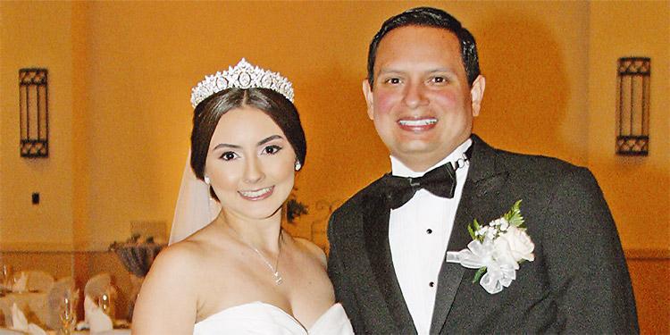 Andrea Lagos y Eduardo Modenesssy se casaron luego de cuatro años de noviazgo.