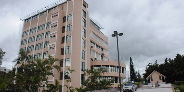Ejecutivo veta ley que propone empleo permanente a personal sanitario y hace nueva propuesta