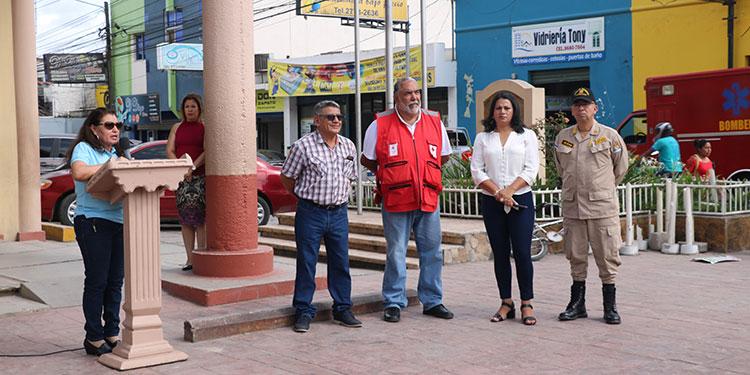 En la inauguración de la campaña de limpieza participaron representantes del gobierno municipal y otras instituciones.