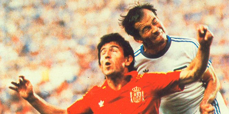 """El """"Kaiser"""" Jaime Villegas con bravura marcó al recordado Juanito aquel 16 de junio de 1982."""