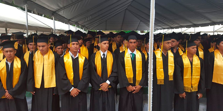 Los graduandos son de ingenieros agrónomos, ciencias naturales y ambiente, administración de empresas agropecuarias, tecnología alimentaria y medicina veterinaria.