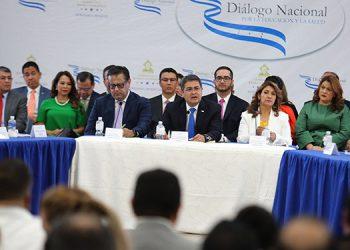 El Presidente Hernández instaló el Diálogo Nacional por la Salud y la Educación.