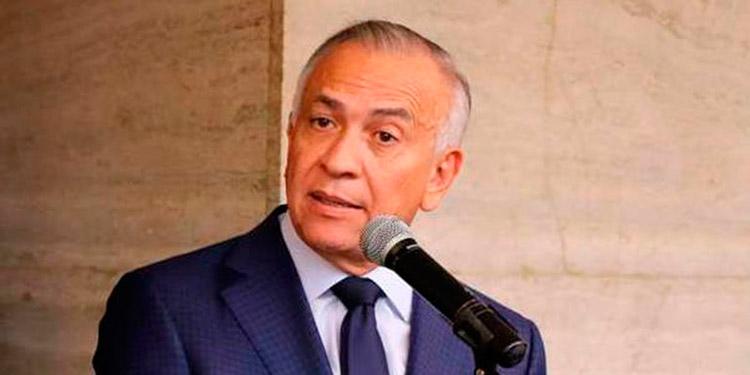 Mauricio Oliva presenta iniciativa de ley para bajar tarifa de ENEE a todos los abonados
