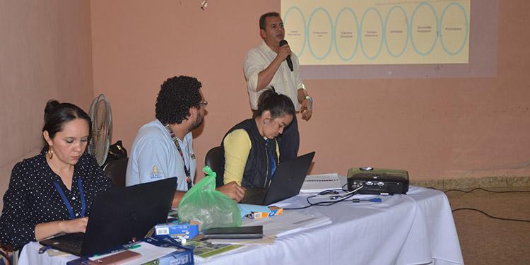 Se organizaron las Mesas de Diálogo del gobierno en El Paraíso para resolver los problemas en Salud y Educación.