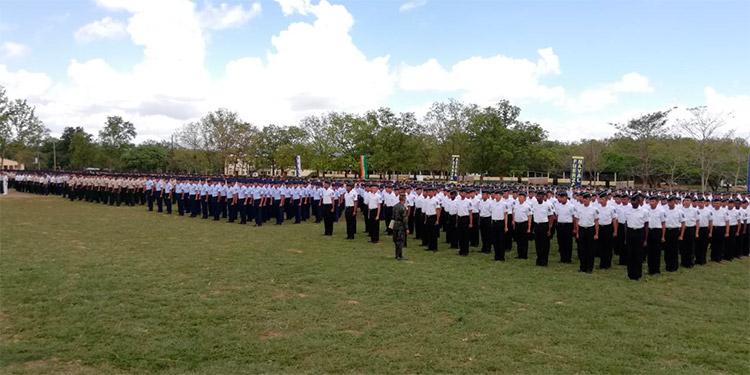 Los nuevos soldados y los clases que aprobaron los diferentes cursos.