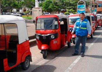 Los dueños y conductores de mototaxis paralizaron sus labores por dos horas en protesta porque consideran que los han marginado.