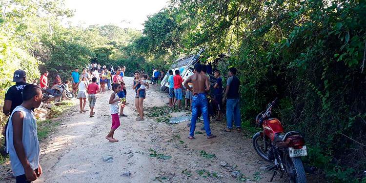"""En la cuesta de """"El Perico"""", en la comunidad del mismo nombre, en el sureño departamento de Choluteca, ocurrió el accidente del autobús interurbano de pasajeros."""