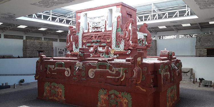 """Reproducción a tamaño real del templo """"Rosalila"""", en el Museo de Escultura en el Parque Arqueológico de Copán."""