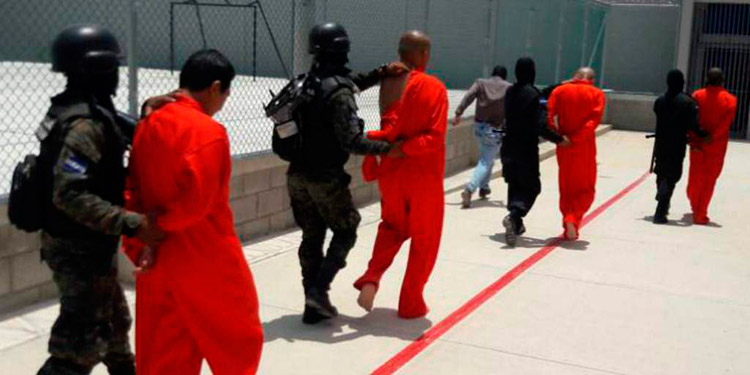 Los reos de mayor peligrosidad han ejercido el control sobre los demás en los centros penales.