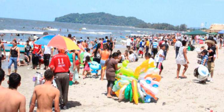 Los salvadoreños prefieren la zona del Caribe, el Caribe esmeralda desde Cortés, hasta la Ceiba, Islas de la Bahía.