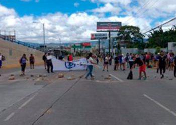 Los estudiantes salieron al bulevar Suyapa.