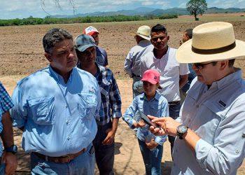 Crédito Solidario le dio L3 millones al grupo campesino para impulsar la producción de alimentos agrícolas.