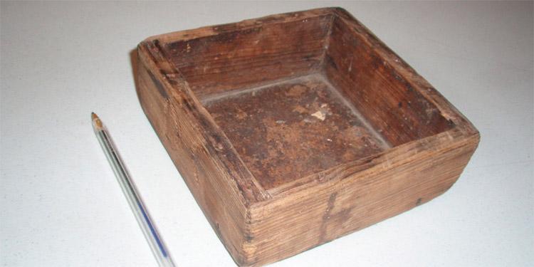 Medida pequeña de madera para frijoles, confeccionada por la Alcaldía Municipal de Tegucigalpa.