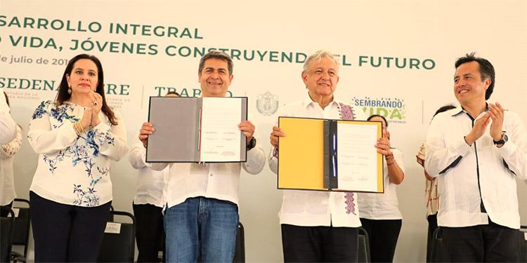 """Mediante el Plan de Desarrollo Integral se impulsarán los programas """"Sembrando Vidas"""" y """"Jóvenes Construyendo el Futuro""""."""