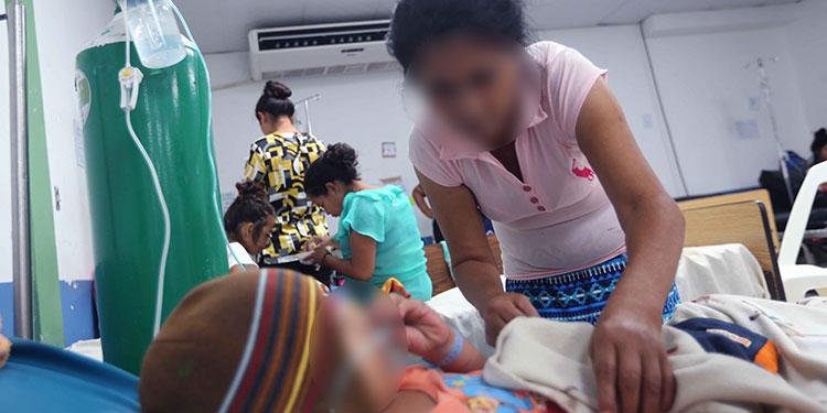 Los menores de edad son los más vulnerables al dengue, por lo que las autoridades invitan a la población a buscar atención médica.