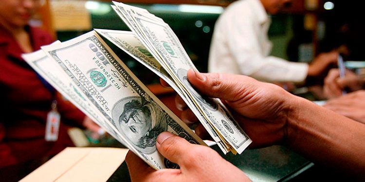 Los estadounidenses tienen más dinero que nunca gracias a ayudas oficiales