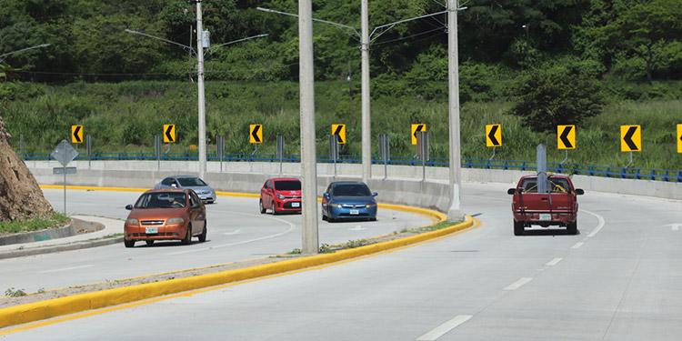 Cientos de conductores se benefician al usar la infraestructura vial.