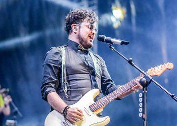 El concierto de clausura reunió el sábado a cientos de personas en el Fuerte San Cristóbal que corearon los temas del cantautor mexicano.