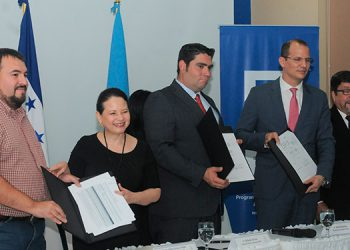 """El inicio del proyecto """"identifícate"""", fue rubricado ayer por los interventores del RNP y por los representantes en Honduras del PNUD."""
