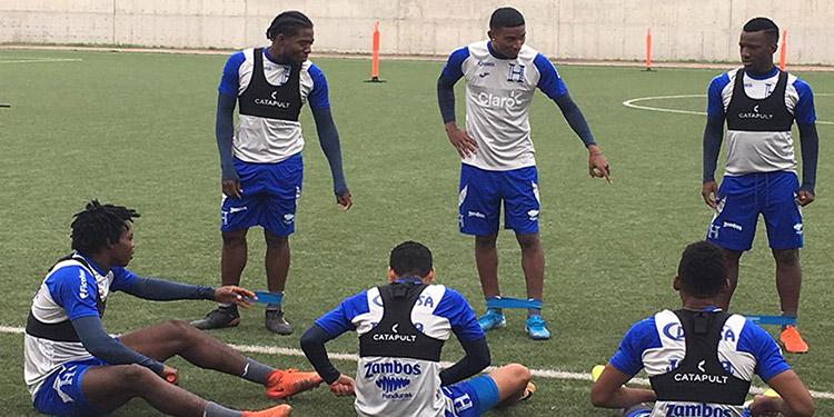 Honduras entrenó ayer en la cancha del colegio Juan Guerrero, situado en Villa María del Triunfo, a 40 kilómetros de la capital Lima.