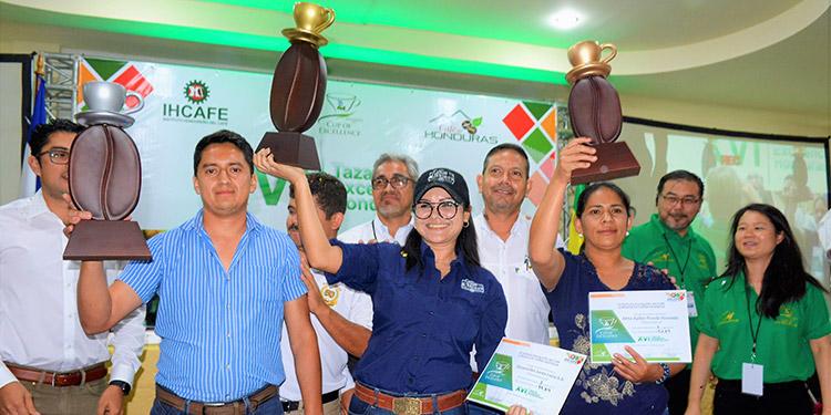 Los productores del mejor café, entre estos, los tres primeros lugares que aparecen en la premiación, tendrán oportunidad de recuperarse de los bajos precios en la actual cosecha.