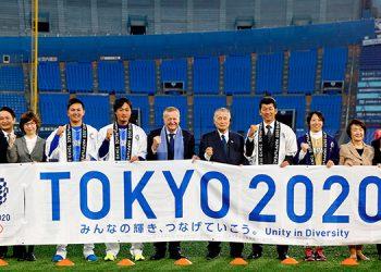 Los organizadores de los Juegos Olímpicos de Tokio 2020, en la cuenta atrás para el encendido de la antorcha olímpica. EFE/ Kimimasa Mayama.