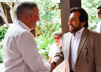 Ricardo Álvarez, de Honduras, y Félix Ulloa, de El Salvador.
