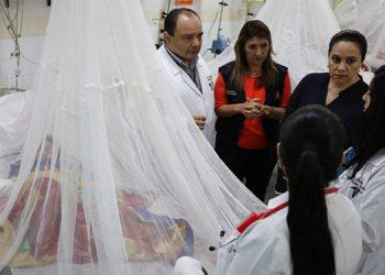 Autoridades conocieron el estado de salud de los pacientes y la situación en que están en las salas de dengue.
