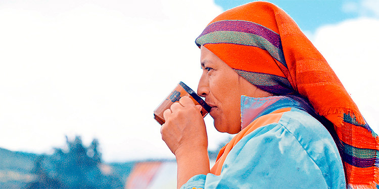 Mujer en la película café con sabor a mi tierra.