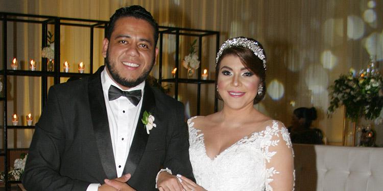 Gabriel Oseguera y Lissy Martínez luego de ser declarados marido y mujer.