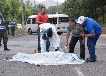 Minutos después del ataque al sector llegaron varios familiares de la víctima.
