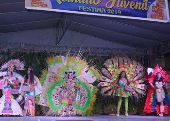 El imponente escenario engalanado con los mejores trajes típicos alusivos al cultivo del maíz.
