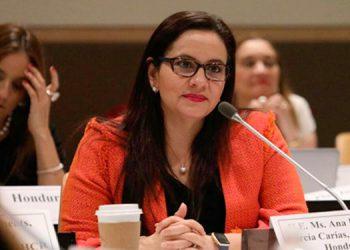 Ana García de Hernández, primera dama.
