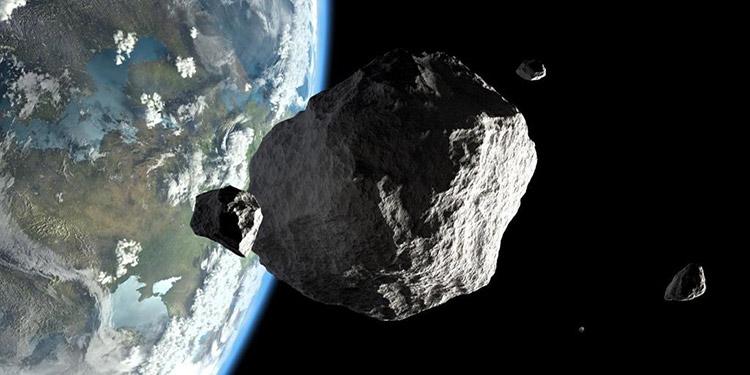 El asteroide viaja del espacio rumbo a la Tierra, donde pasará muy cerca.