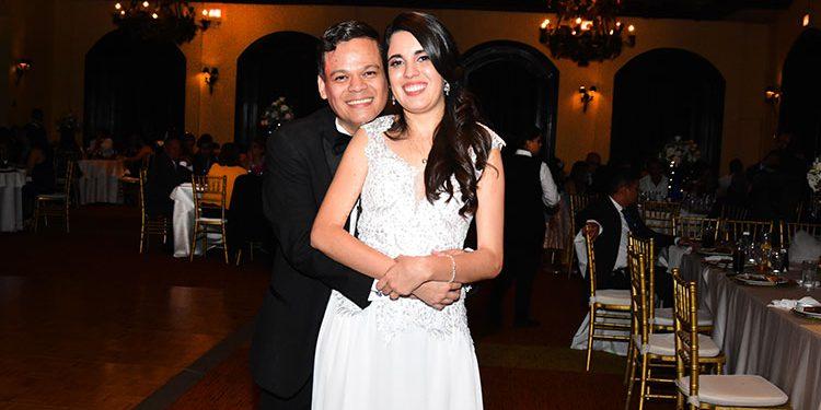 David  Armando y Alejandra Esther celebrarán su boda religiosa el próximo mes.